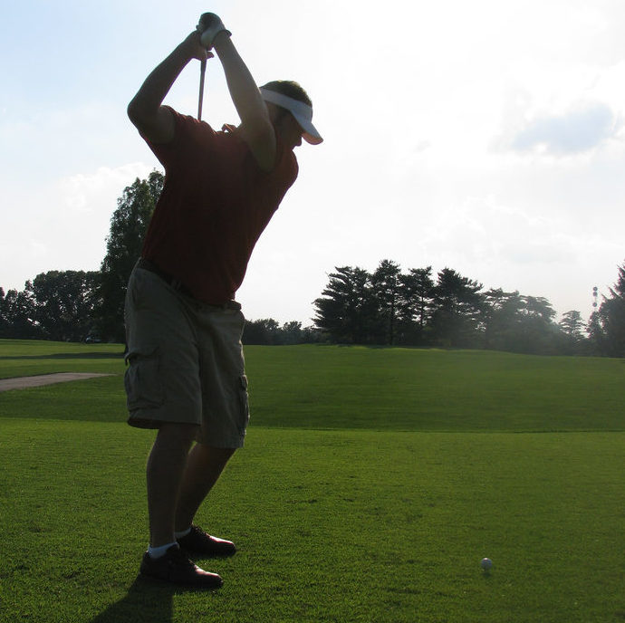 左肩甲骨を回せばゴルフが楽になる! その理由とは?